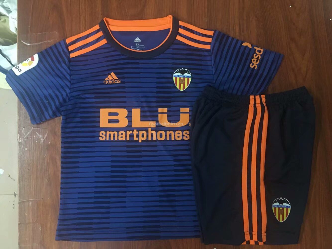 8a3b6173b Kids Valencia CF Away Soccer Jersey Kit Shirt + Shorts 2018 19 ...
